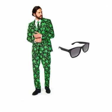 Heren verkleedkleding met cannabis print maat 52 (xl) met gratis zonn