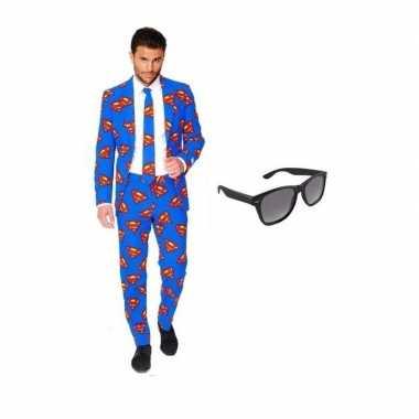 Heren verkleedkleding met superman print maat 54 (2xl) met gratis zon