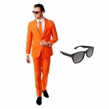 Oranje heren verkleedkleding maat 54 (2xl) met gratis zonnebril